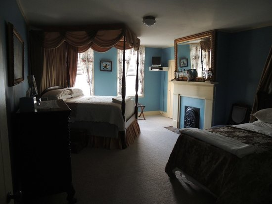 Historic Oak Hill Inn: Master suite