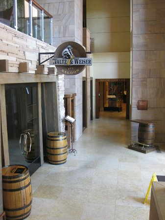 The Westin Kierland Resort & Spa: Saloon downstairs
