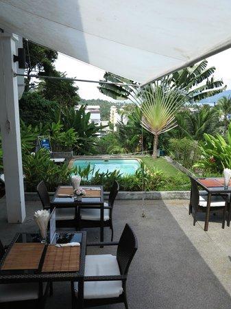 Ocean View Phuket Hotel:                   poolside
