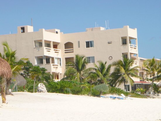 Hacienda de la Tortuga: View of Hacienda from beach