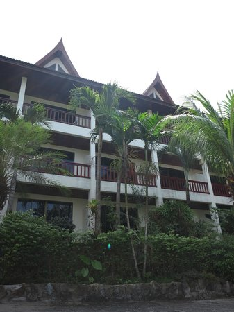 Ocean View Phuket Hotel:                   front of hotel