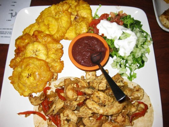 Hotel Playa Westfalia: Dinner (with fried plantains)