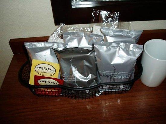Hyatt Place San Diego/Vista-Carlsbad:                   coffee / tea caddy