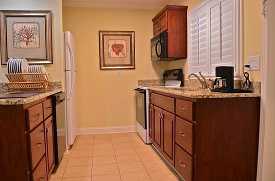 Best Western Plus Grand Strand Inn & Suites: Kitchen in one of the specialty units.