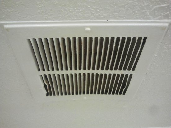 Motel 6 Merrillville :                                     Notice no dust whatsoever in bathroom vent