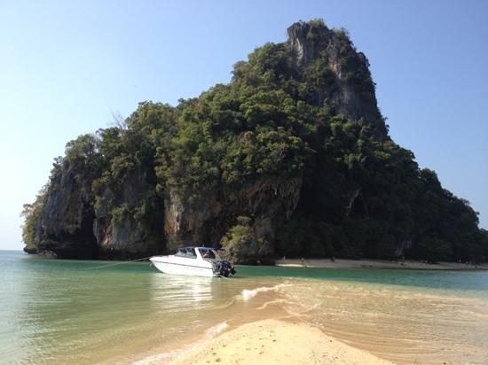 Sofitel Krabi Phokeethra Golf & Spa Resort: Bateau de l'hôtel sur île magnifique