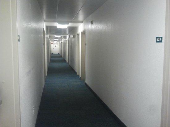 Motel 6 Merrillville:                                     Hallway