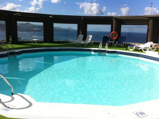 Piscina en la cubierta del edificio picture of ac hotel gran canaria las palmas de gran - Piscina las palmas de gran canaria ...