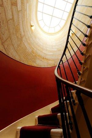 cage d\'escalier - verrière - Picture of Acanthe Hotel, Bordeaux ...