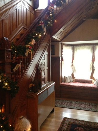 Mansion District Inn Bed & Breakfast:                   Stairway to bedrooms upstairs with windowseat beyond