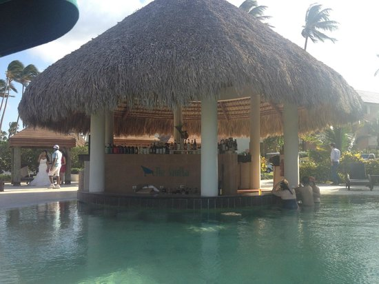 Now Larimar Punta Cana:                   Prefferd pool bar