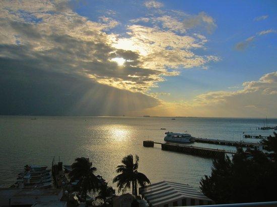 โรงแรมบาเฮียชัคชิ: Sunset from ocean view room