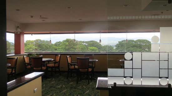 Crowne Plaza Hotel Corobici: Club lounge with a nice view!