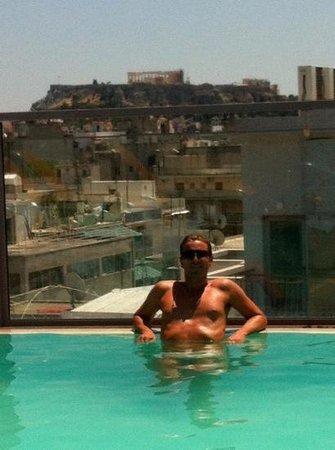 Novus City Hotel: détente devant Acropole