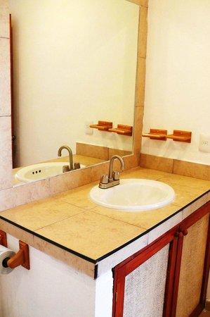 Hotel Playa del Karma: Bath