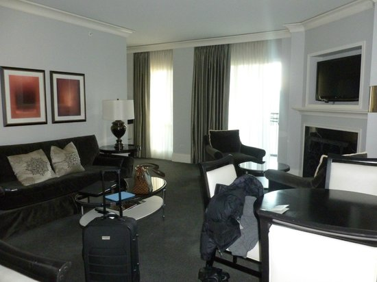 Waldorf Astoria Chicago: Room Photo