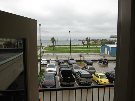 SpringHill Suites Galveston Island: VIEW FROM THE BEDROOM