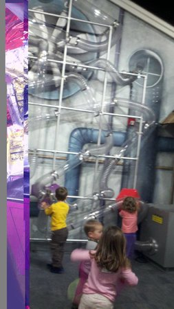 Imagine Children's Museum: Fun energetic air room...sort of like an inhouse vacume cleaner but clear, larger and much more