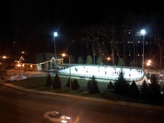 Hilton Garden Inn - West Lafayette: View of the ice-ring from the room window