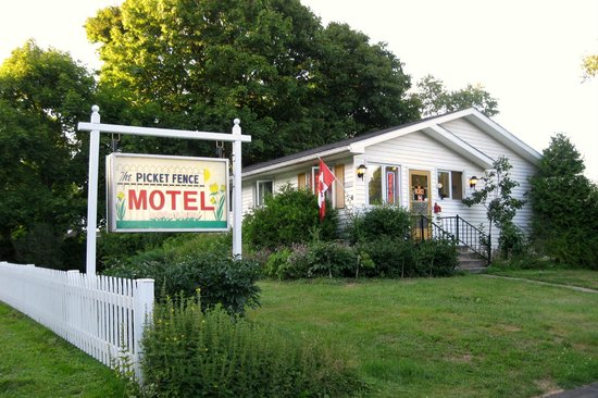 ‪‪Picket Fence Motel‬:                   Office