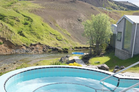 Frost and Fire Hotel: Hot tubs by the river
