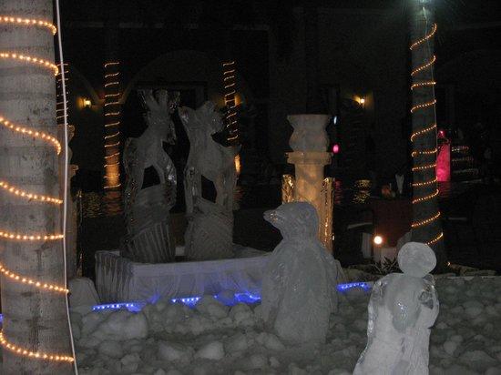 Ocean Maya Royale:                   Christmas