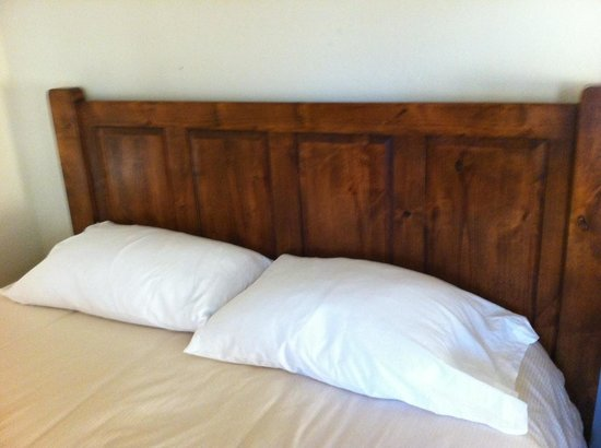 Olympia Lodge:                   Bed & Pillows
