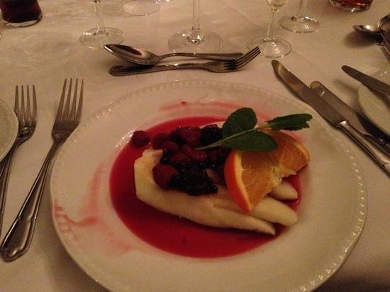 Sweeney Hall Hotel: Melon with poached fruits