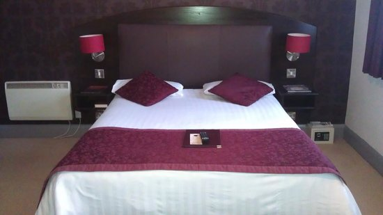 The Cathedral Hotel:                   Bedroom