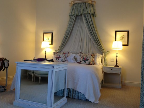 Belmond Mount Nelson Hotel:                   suite bed