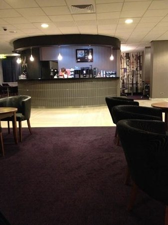 Jurys Inn Birmingham: bar area