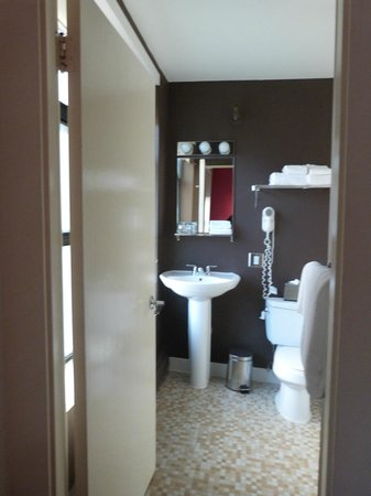 Moda Hotel: chambre de bain