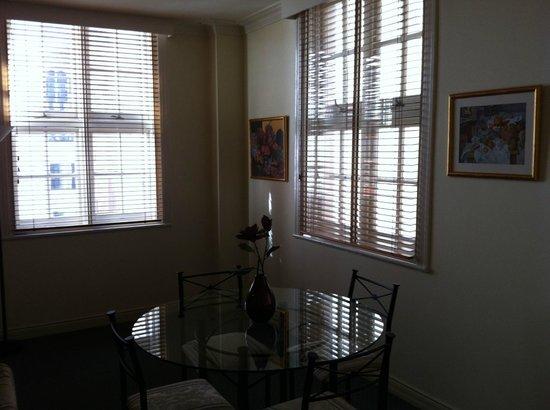 ULTIQA Rothbury Hotel: Dining table