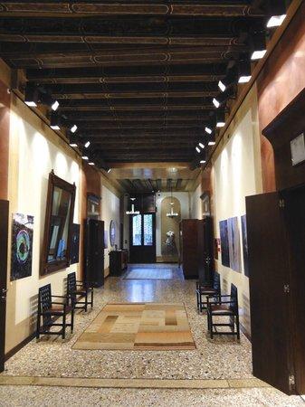 Ca' Pisani Hotel:                   Hallway of the Second Floor                 