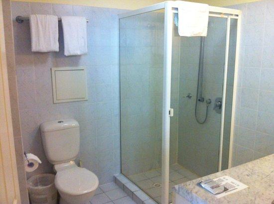ULTIQA Rothbury Hotel: Bathroom