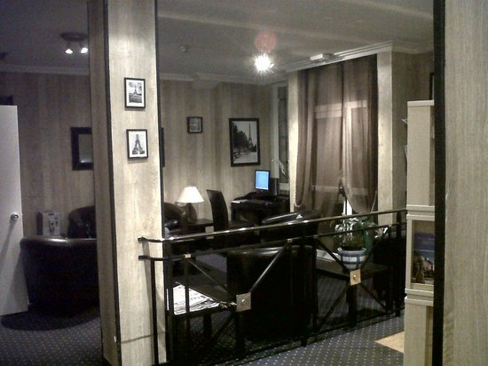 Timhotel Tour Eiffel: ordenador de uso gratuito