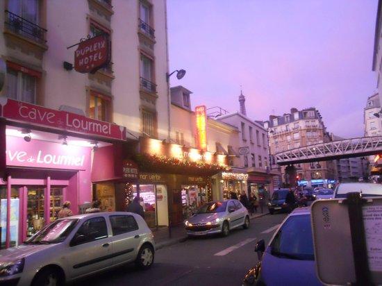 Timhotel Tour Eiffel: la esquina del hotel