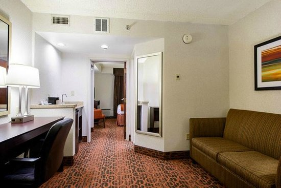 Holiday Inn Express Philadelphia NE - Bensalem: Queen Room with Pull Out Sofa