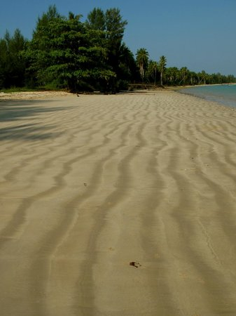 The Sarojin: Such a lovely long  white sandy beach