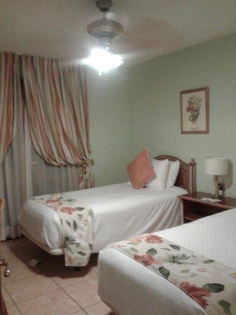 Royal Tenerife Country Club: Dormitorio con dos camas