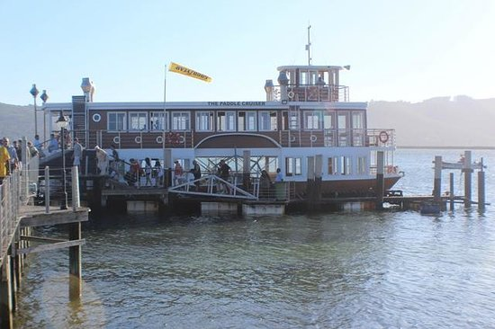 Knysna Paddle Cruiser Day Cruises : The boat at the pier
