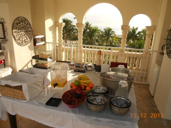 Marriott Vacation Club Pulse, South Beach: Area de desayuno en la terraza del hotel