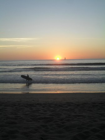 Hotel Cantarana: Sunset surf at Playa Grande