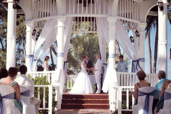 Grand Palladium Punta Cana Resort Spa Gazebo Wedding