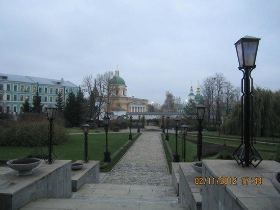 Danilovskaya Hotel :                   территория отеля (парк)