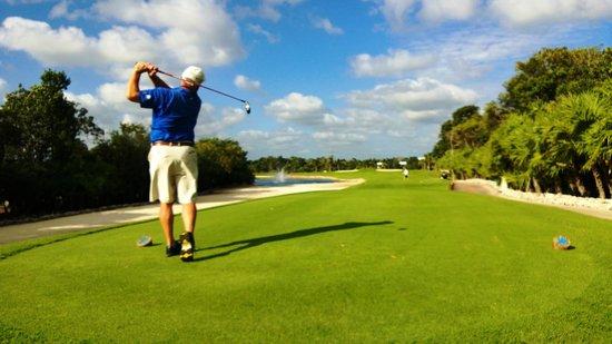 Iberostar Golf Club Playa Paraiso : C works it around the water on #11