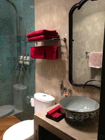 Hotel Cote Cour Beijing:                   Lovely bathrooom