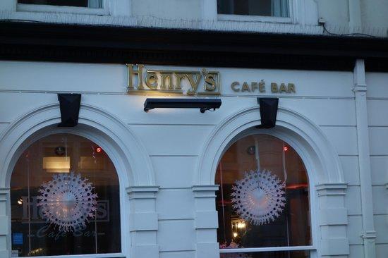 Henry's Cafe Bar: Henry's