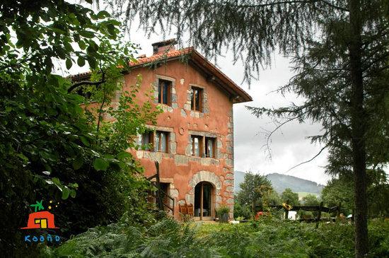 Casa Rural Ecólogica Kaaño Etxea: DESDE EL BOSQUE
