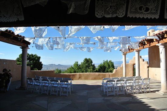 Hacienda Dona Andrea de Santa Fe: Lower terrace right before the wedding started